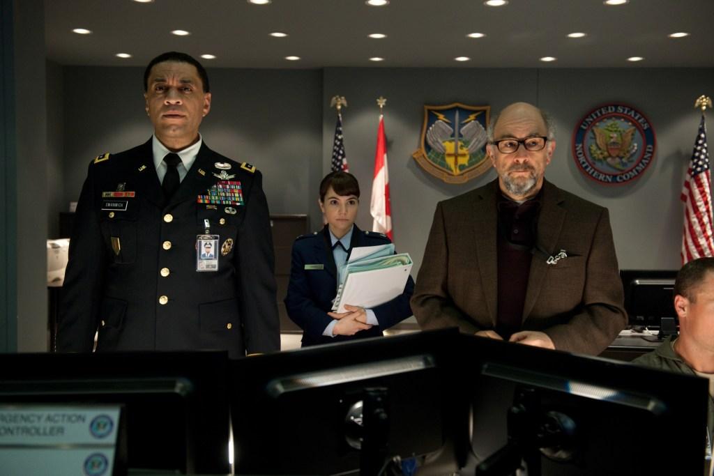 El General Calvin Swanwick (Harry Lennix), la Mayor Carrie Ferris (Christina Wren) y el Dr. Emil Hamilton (Richard Schiff) en Man of Steel (2013). Imagen: Warner Bros. Pictures