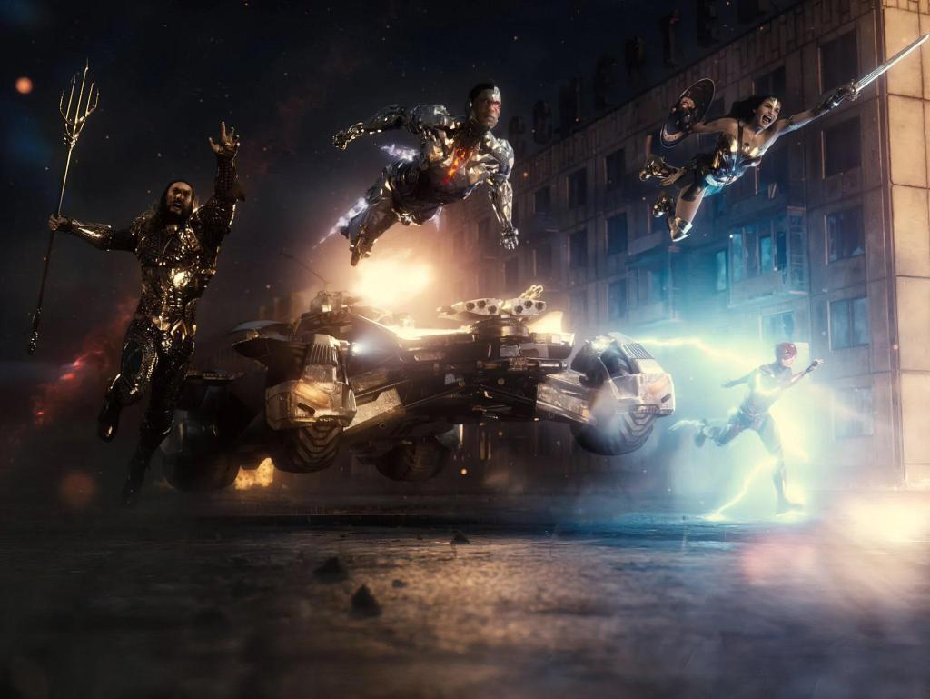 Aquaman (Jason Momoa), Batman (Ben Affleck, en el Batimóvil), Cyborg (Ray Fisher), Wonder Woman (Gal Gadot) y Flash (Ezra Miller) en Zack Snyder's Justice League (2021). Imagen: DC_Cinematic Reddit