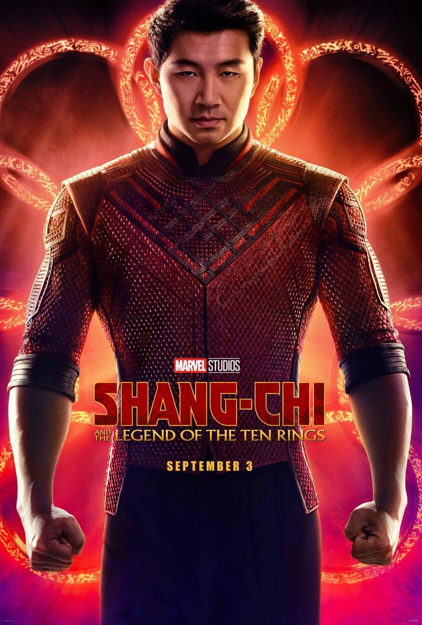 Simu Liu como Shang-Chi en un póster de Shang-Chi and the Legend of the Ten Rings (2021). Imagen: Marvel.com