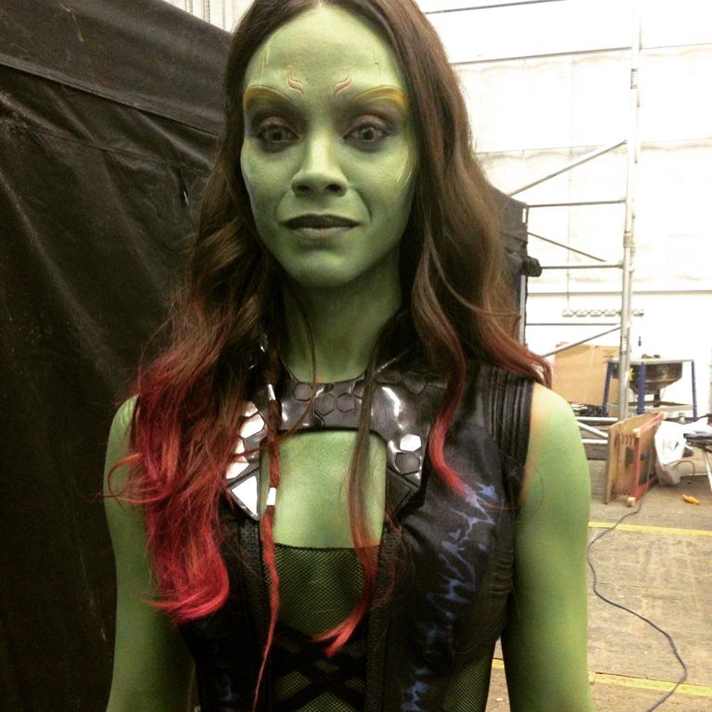 Zoë Saldana como Gamora probándose los ojos verdes en Guardians of the Galaxy (2014). Imagen: Zoë Saldana Instagram (@zoesaldana).
