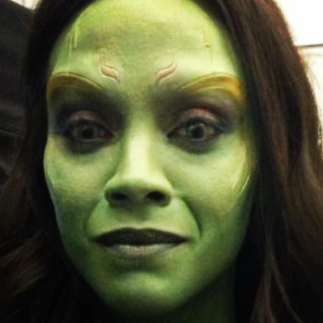 Zoë Saldana como Gamora y un close-up a los ojos verdes en Guardians of the Galaxy (2014). Imagen: Zoë Saldana Instagram (@zoesaldana).