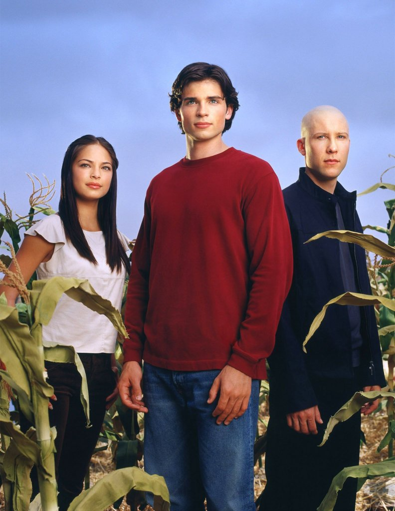 Lana Lang (Kristin Kreuk), Clark Kent (Tom Welling) y Lex Luthor (Michael Rosenbaum) en la primera temporada de Smallville (2001-2011). Imagen: Warner Bros. Television