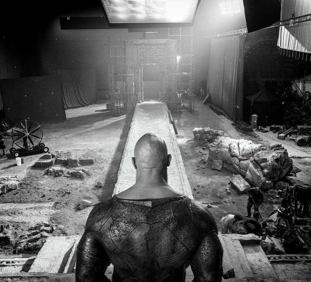 Dwayne Johnson como Black Adam/Teth-Adam en el set de Black Adam (2022). Imagen: Dwayne Johnson Instagram (@therock).