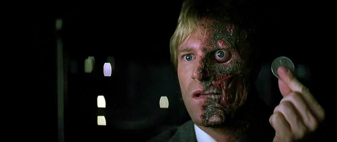 Harvey Dent/Two-Face (Aaron Eckhart) en The Dark Knight (2008). Imagen: listal.com