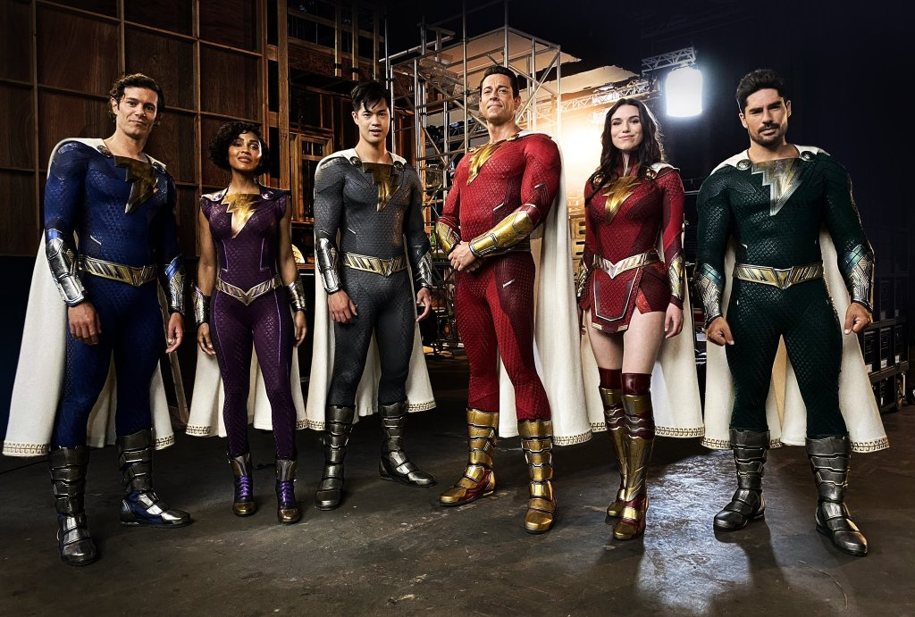 Adam Brody, Meagan Good, Ross Butler, Zachary Levi, Grace Fulton y D.J. Cotrona como la Shazam Family en el set de Shazam!: Fury of the Gods (2023). Imagen: David F. Sandberg Twitter (@ponysmasher).