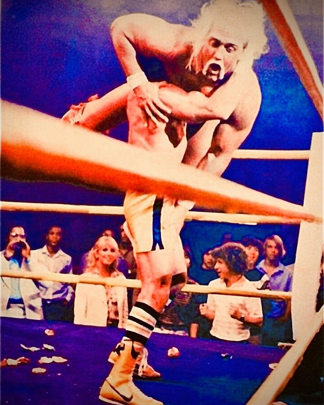 Sylvester Stallone como Rocky Balboa y Hulk Hogan como Thunderlips en el set de Rocky III (1982). Imagen: Sylvester Stallone Instagram (@officialslystallone).