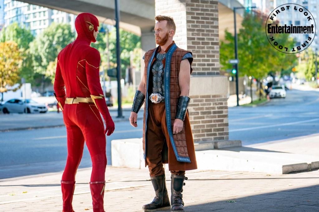 Flash/Barry Allen (Grant Gustin) y Despero (Tony Curran) en Armageddon Part 2, el episodio 802 de The Flash. Imagen: Colin Bentley/The CW/Entertainment Weekly
