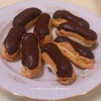 Mini eclere cu crema de vanilie si glazura de ciocolata