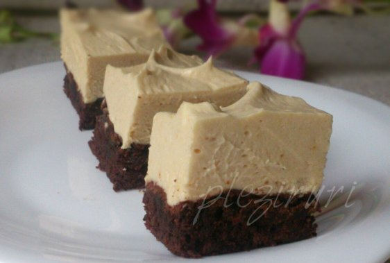 Brownie cu crema de branza cu unt de arahide