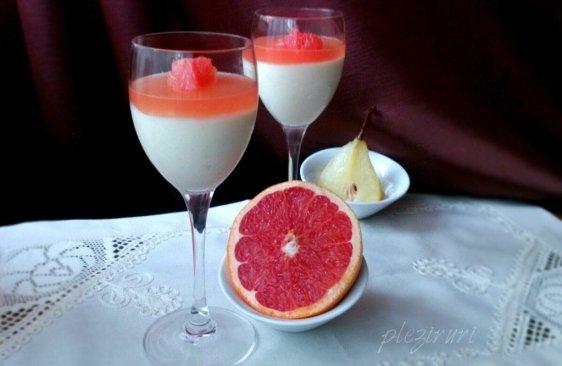 Verrine cu mousse de pere si jeleu de grapefruit roz