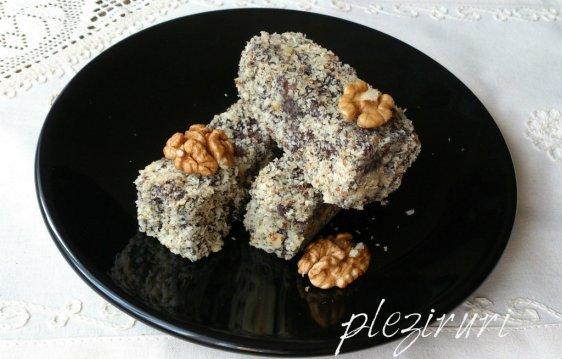 Prajitura cu miere cacao si nuca tavalita