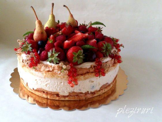 Tort cu fructe bezea si migdale