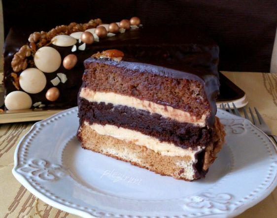 Tort 3 in 1 cu ciocolata, vanilie si nuca