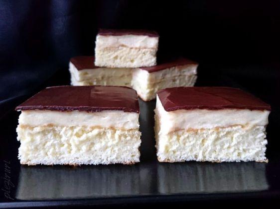 Prajitura cu rom si glazura de ciocolata
