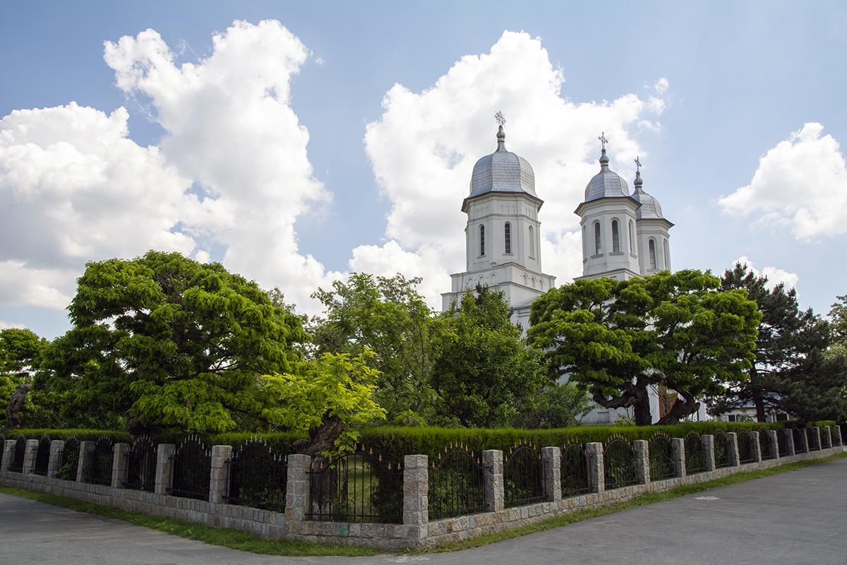 vedere a manastirii saon din laterala