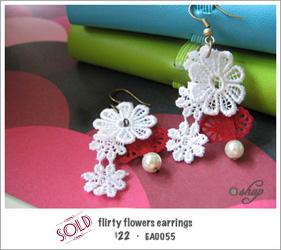 EA0055 - flirty flowers earrings