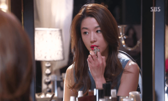 "Jun Ji Hyun playing Cheon Song Yi in ""My Love from the Star"". Photo Credit: Seoul Broadcasting System"