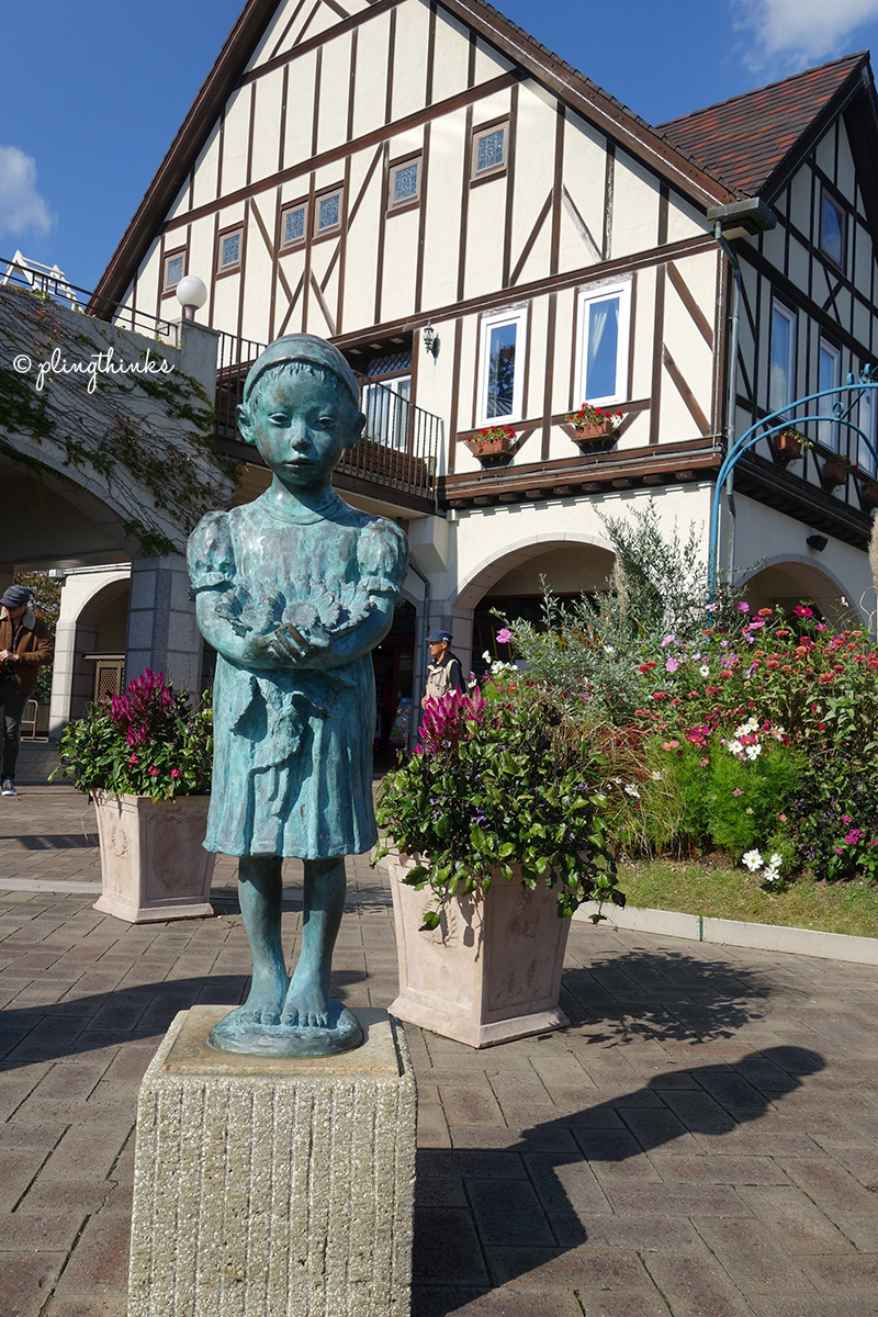 Arigato Girl Statue - Kobe Nunobiki Herb Garden