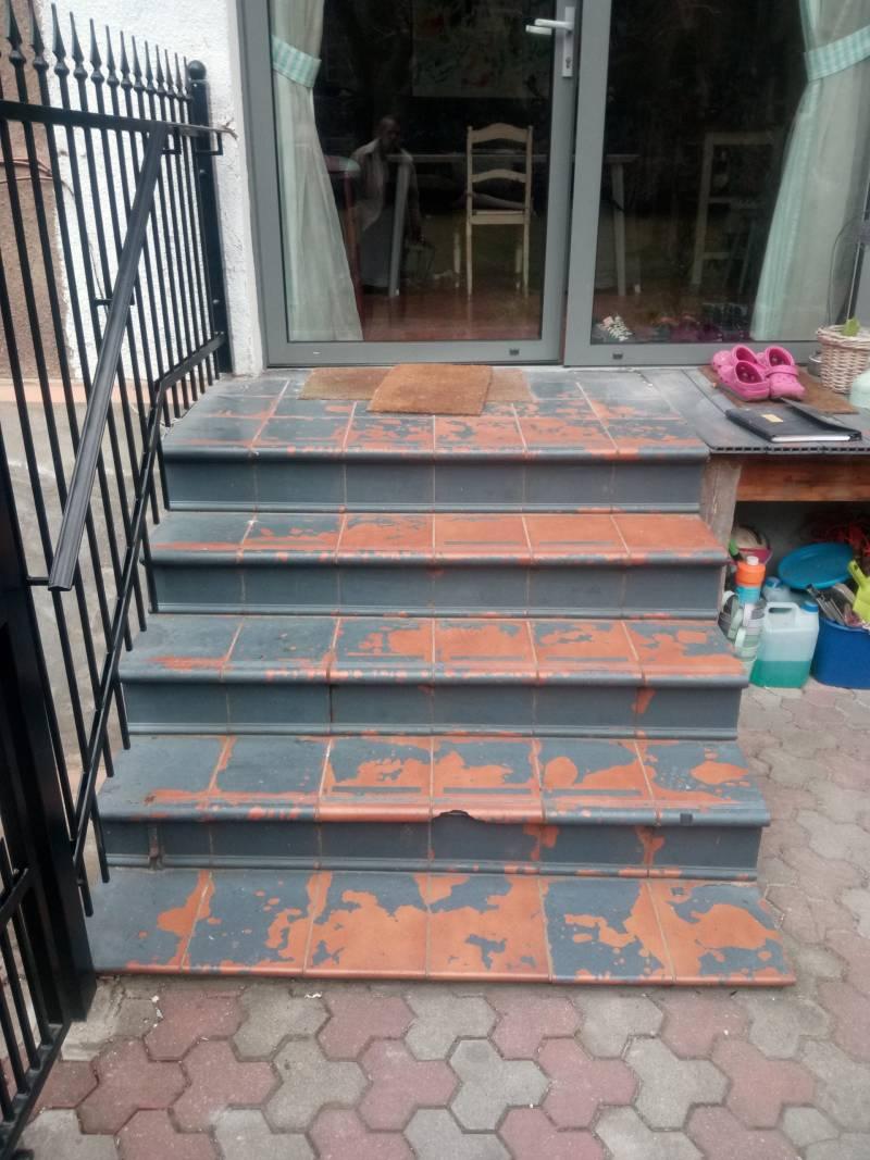 stare schody płytki