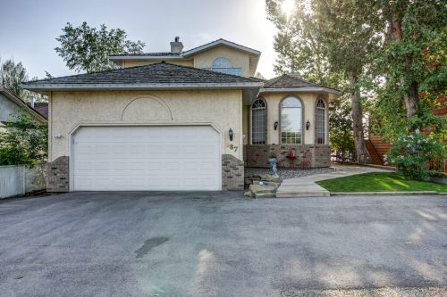 Front-exterior-chestermere-real-estate-for-sale-home
