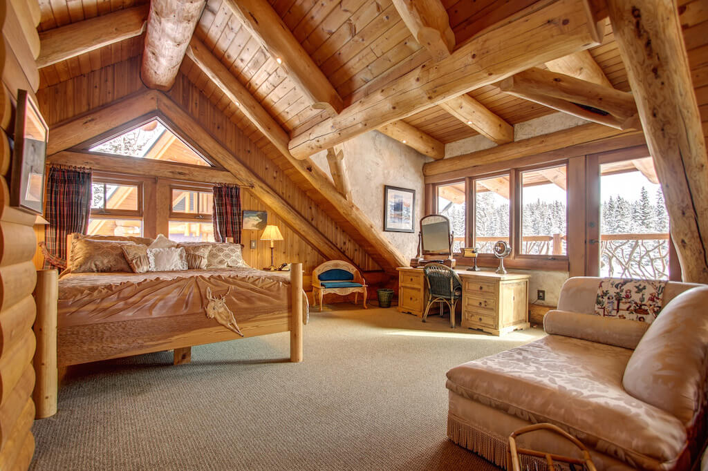 Loft-bedroom-352248-Pine-Ridge-Road-Bragg-Creek-Ranch-Acreage-For-Sale-Calgary-Real-Estate-For-Sale-taylor-sothebys-Realtor-Plintz