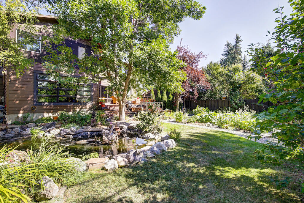 Landscaping-1219-Beverley-Boulevard-SW-Belaire-Calgary-Realtor-plintz-real-estate-luxury-home-for-sale-house