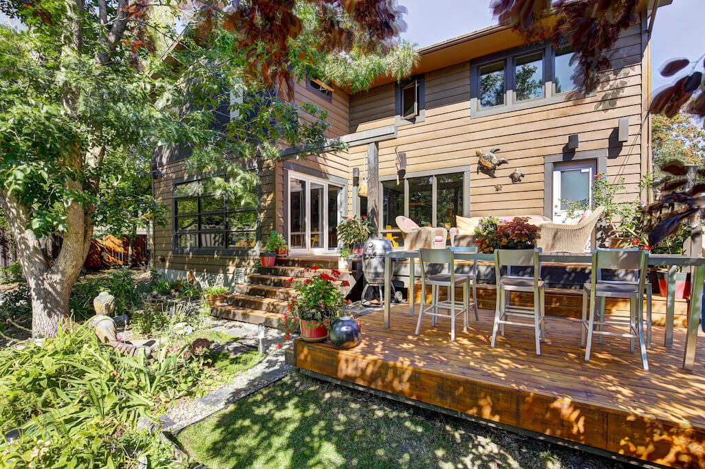 Backyard-patio-landscaping-1219-Beverley-Boulevard-SW-Belaire-Calgary-Realtor-plintz-real-estate-luxury-home-for-sale-house
