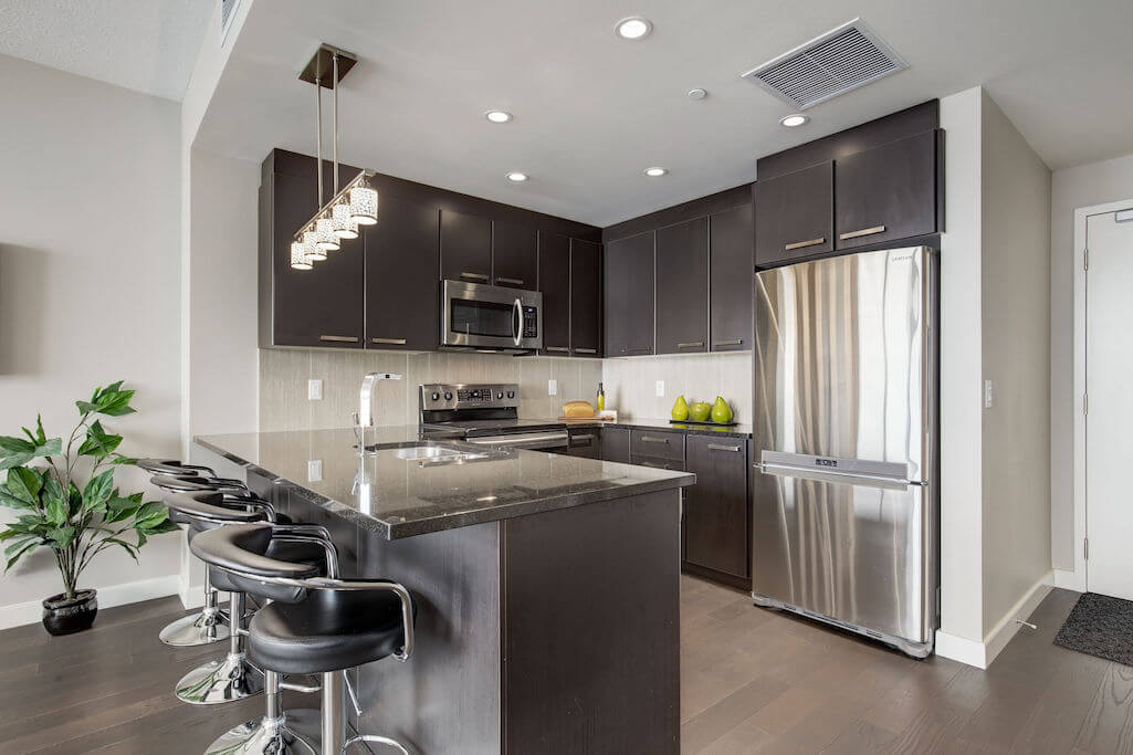kitchen-island-2402-225-11-Avenue-SE-Keynote-Condo-Victoria-Park-Beltline-Calgary-Real-Estate-Plintz-Realtor-Luxury
