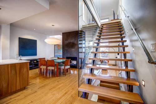 open-rise-staircase-904-31-Avenue-NW-cambrian-heights-mount-pleasant-calgary-real-estate-for-sale-plintz