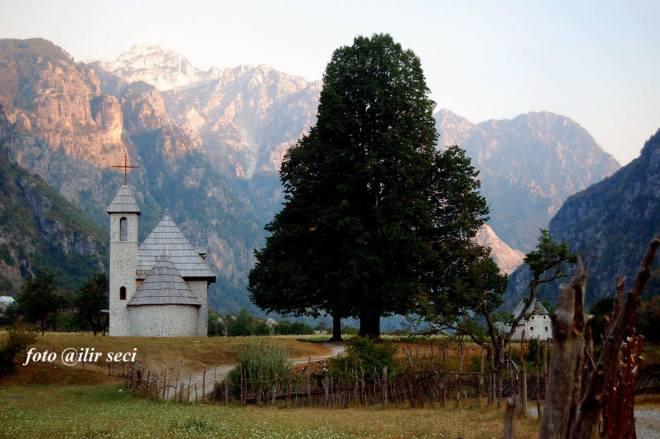 Kisha në Theth rranzë kreshtave malore