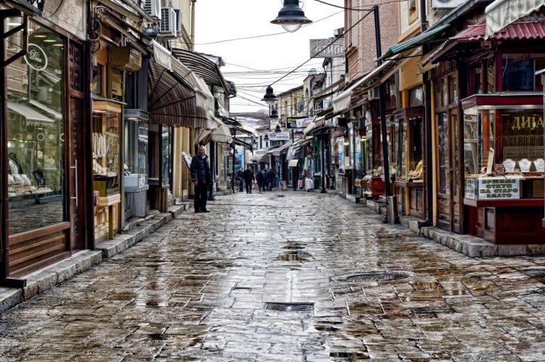 """Lagjja e vjetër e Shkupit -- Jason Drury, """"Skopje Old Town,"""" 2012"""