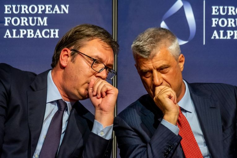 Kryetari serb Alekandar Vučić dhe kryetari i Kosovës Hashim Thaçi në një forum ku folën për ndryshimin e kufijve (foto: Andrei Pungovschi, 2018)