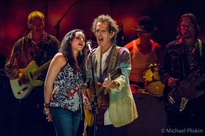 Norah Jones and Keith Richards perform in tribute to the late Graham Parsons