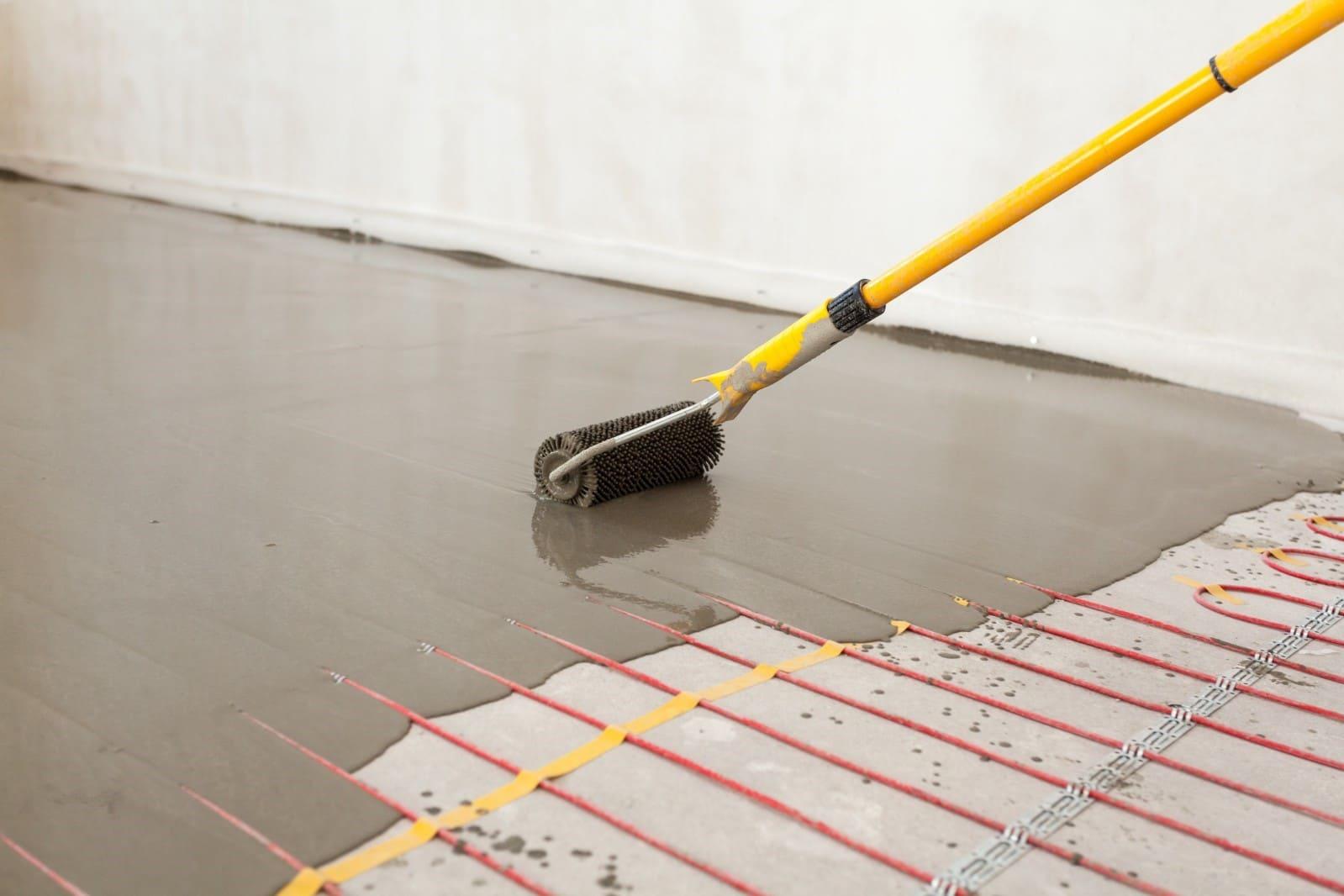 Mengisi dasi lantai hangat
