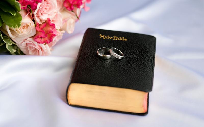 bouquet, Bible, wedding rings