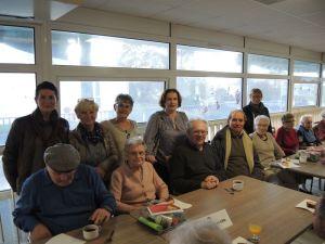 Décembre, le CCAS remet les colis de Noël à la Maison de retraite