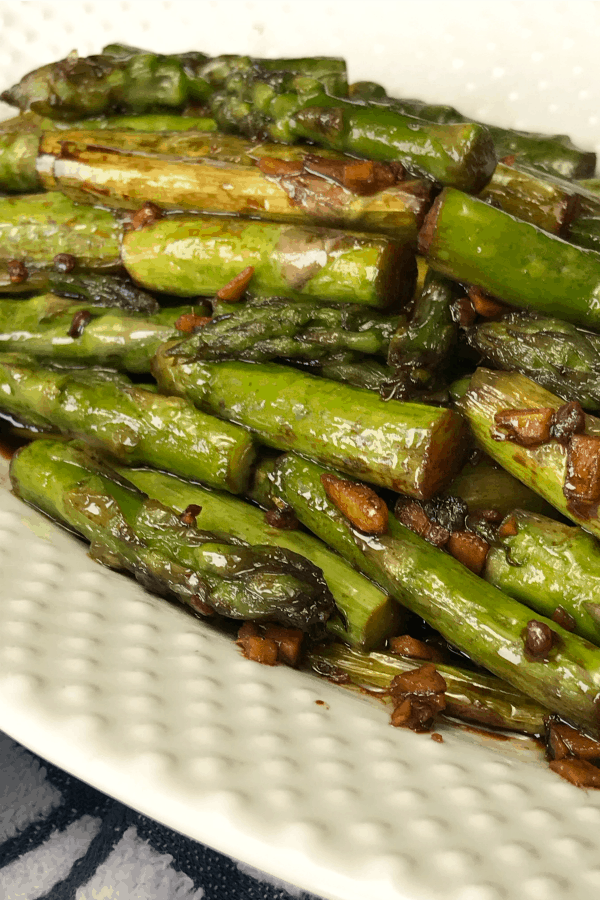 Asian Asparagus is a quick and easy side dish that has lots of flavor with only 5 simple ingredients!  The garlic, ginger and soy sauce combination makes asparagus taste great!