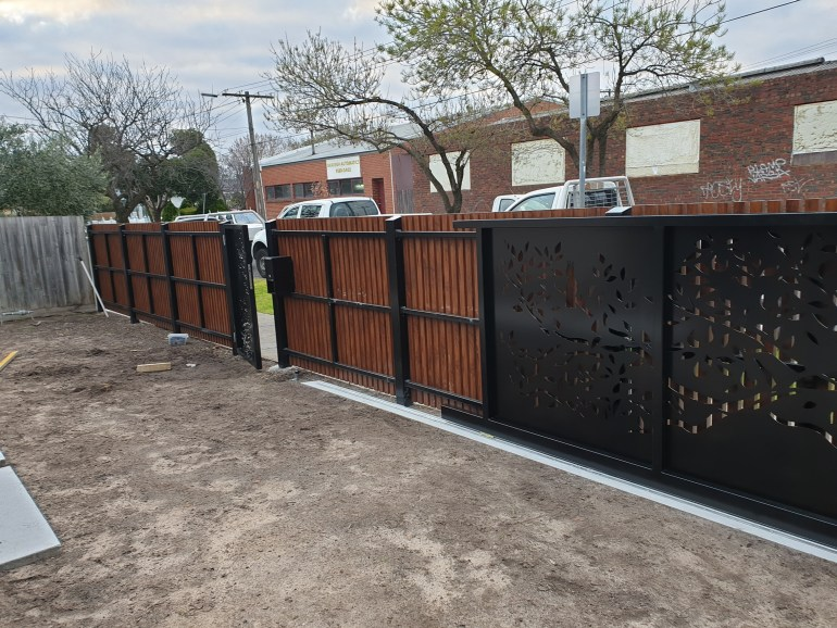 Laser cut steel motorised gate by PLR Design