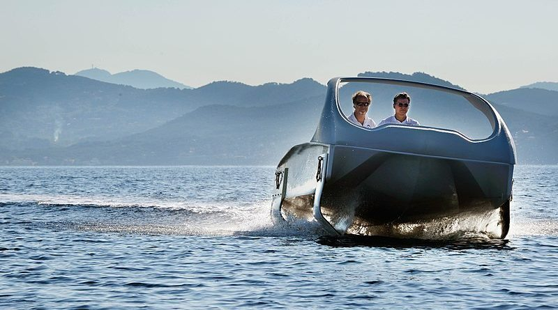 Sea Bubbles electric air foil water taxi