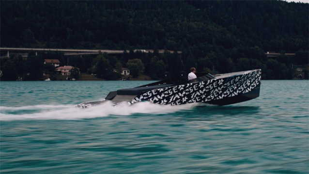 SAY Carbon's world's fastest electric boat the 29E