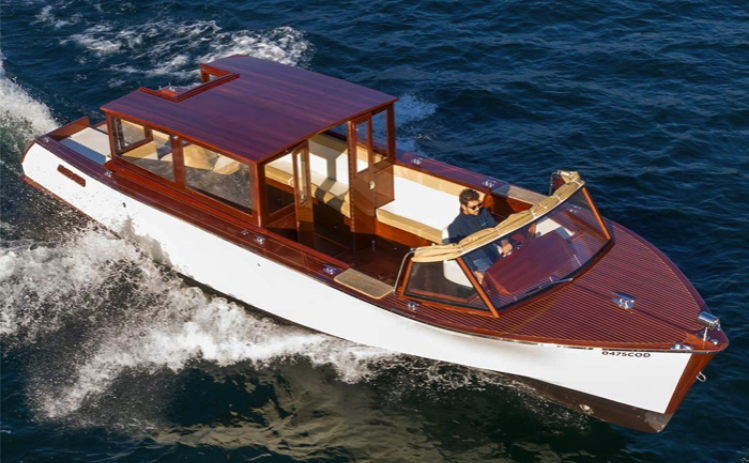 Electric Vaporina Limousine boat form Como Classic Boats