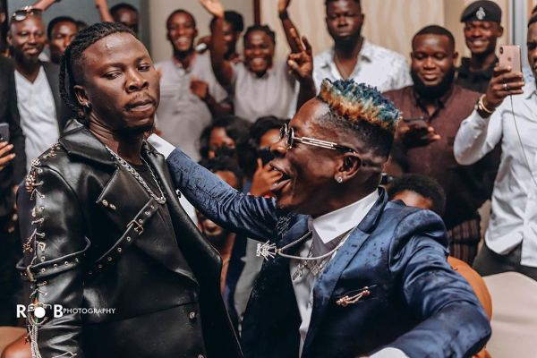 Stonebwoy reaches out for Shatta Wale during his performance