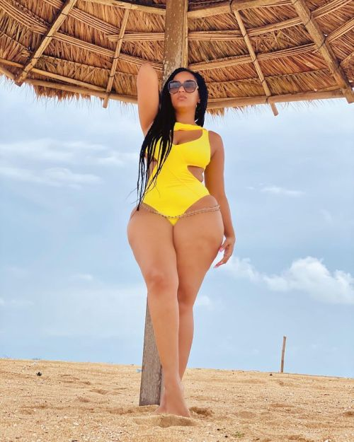 Juliet Ibrahim beach bikin body