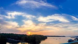 伊勢志摩の大江戸温泉からみた日の出の景色