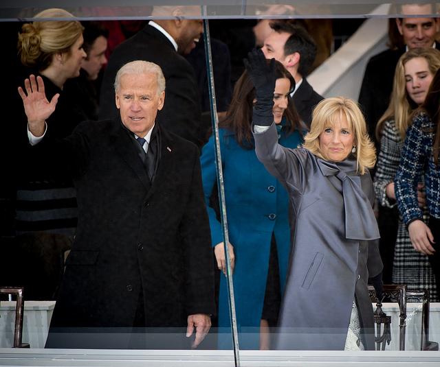 Joe y Jill Biden en desfile de la NASA, 2013