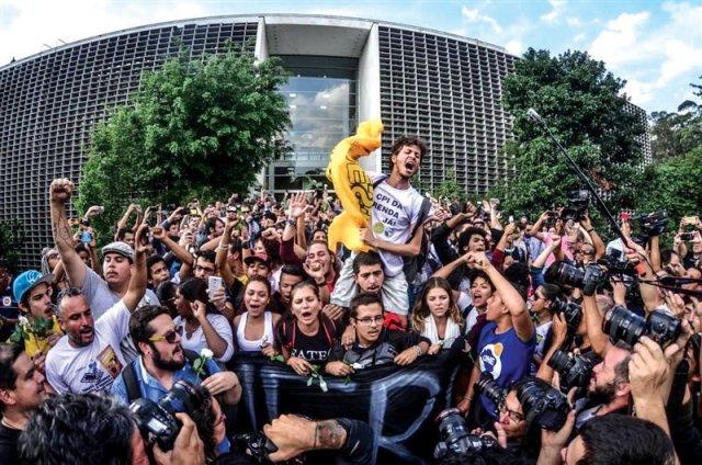 escuelas-ocupadas-brasil-1