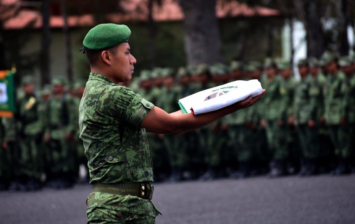 soldados bandera