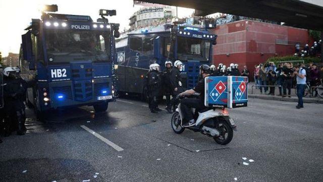 Repartidor de pizza cruzó una marcha durante el G20.