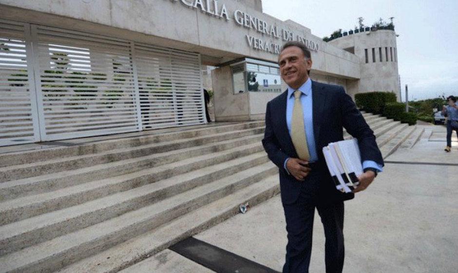 Yunes entre a PGR pruebas contra Karime Macías, esposa de Duarte.