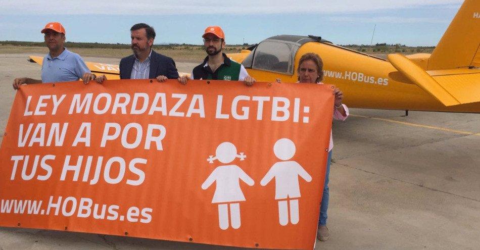 ¿Por qué protesta HazteOír en Mallorca con una avioneta anti LGBT?